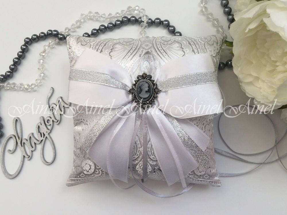 Свадебная подушечка для обручальных колец «Камея серебро»