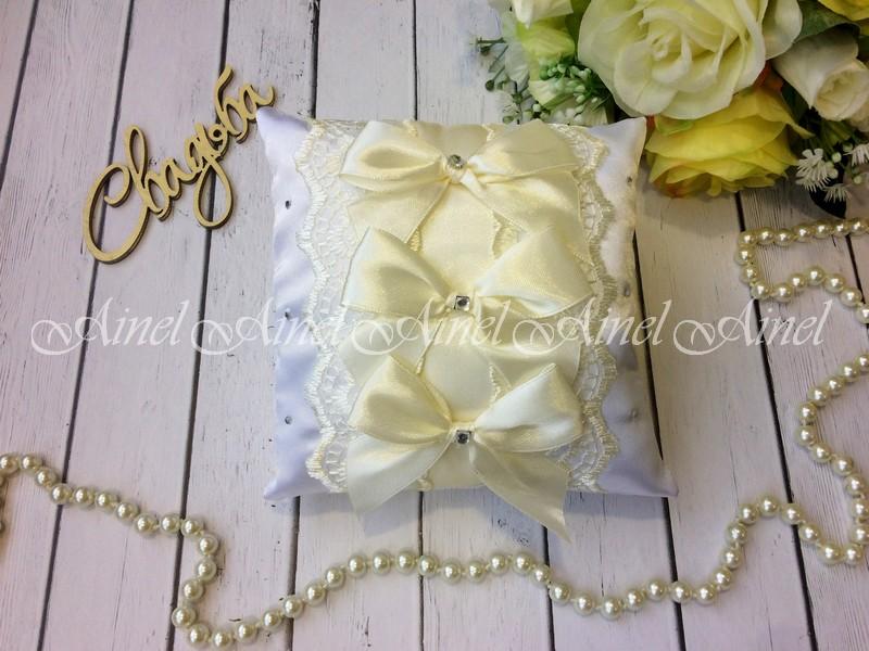 Свадебная подушечка для обручальных колец «Бантики айвори»