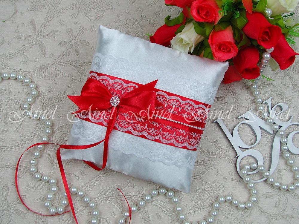 Свадебная подушечка для обручальных колец «Маркиза» красная