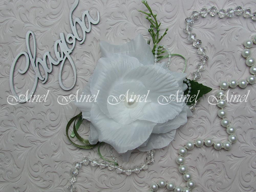 Бутоньерка свадебная для жениха №22 белый цветок
