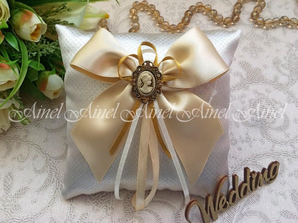 Свадебная подушечка для обручальных колец «Камея золото»