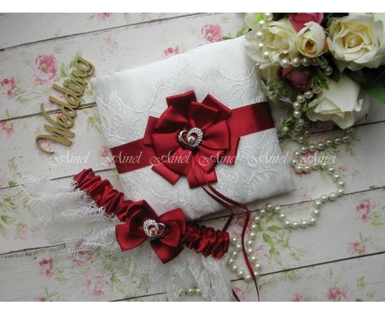 Свадебная подушечка для колец и подвязка невесты «Марго» бордовая