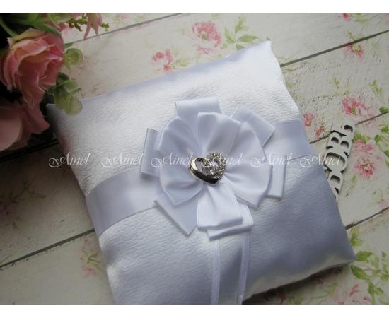 Подушечка для колец на свадьбу «Луиза» белая