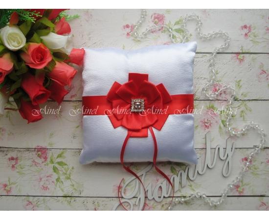 Свадебная подушечка для обручальных колец «Луиза» красная