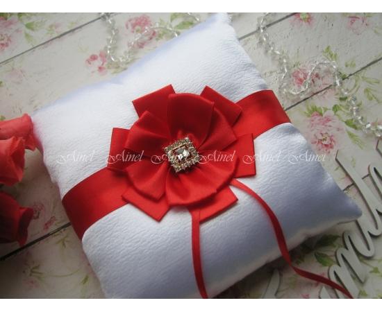 Подушечка для колец на свадьбу «Луиза» красная