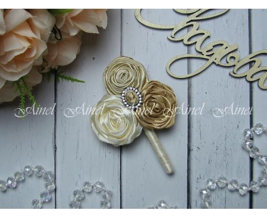 Бутоньерка свадебная для жениха и свидетеля №18 «Камея» золото
