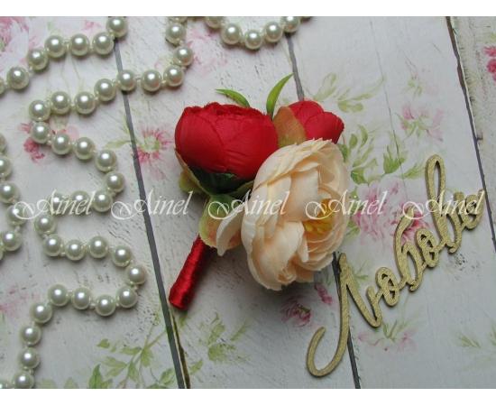 Бутоньерка свадебная для жениха №2 камелия красная
