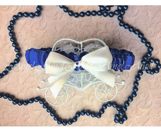 Подвязка невесты свадебная узкая синяя с белым бантом