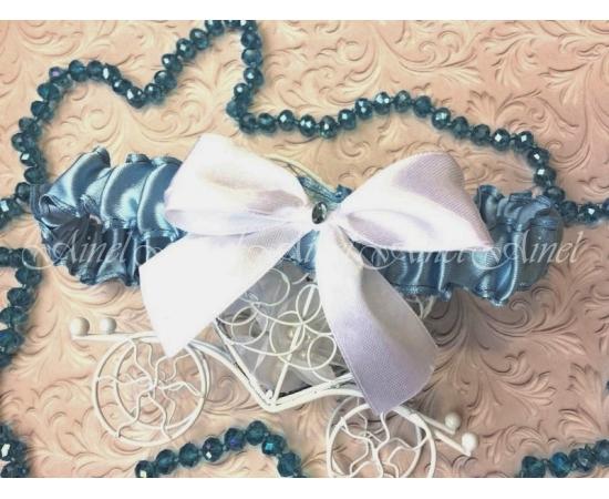 Подвязка невесты свадебная узкая голубая с белым бантом