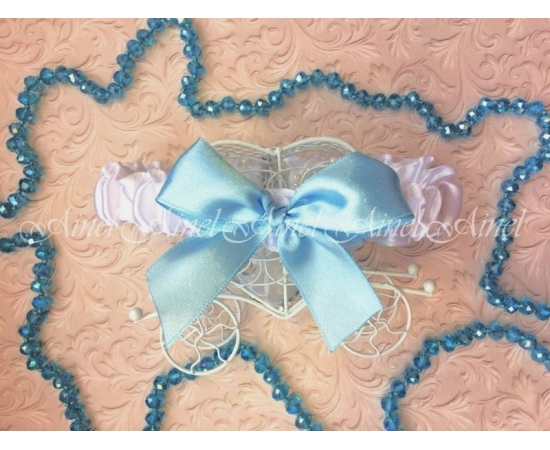 Подвязка невесты свадебная узкая белая с голубым бантом
