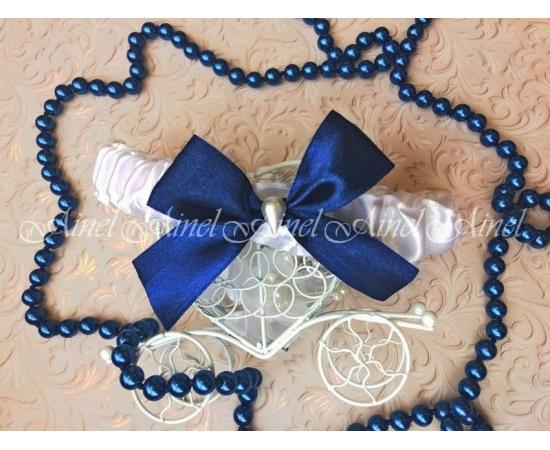 Подвязка невесты свадебная узкая белая с синим бантом