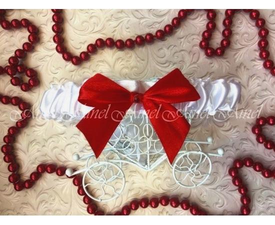 Подвязка невесты свадебная узкая белая с красным бантом