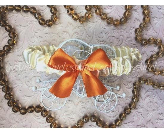 Подвязка невесты свадебная узкая айвори с оранжевым бантом