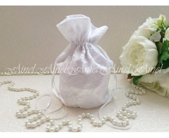 Сумочка-мешочек без декора с гипюром белая