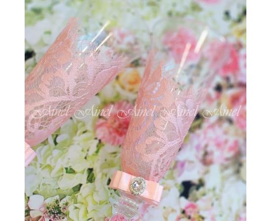 Бокалы для молодоженов на свадьбу в розовом цвете